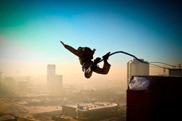 Прыгнуть с моста или здания (Rope-jumping)