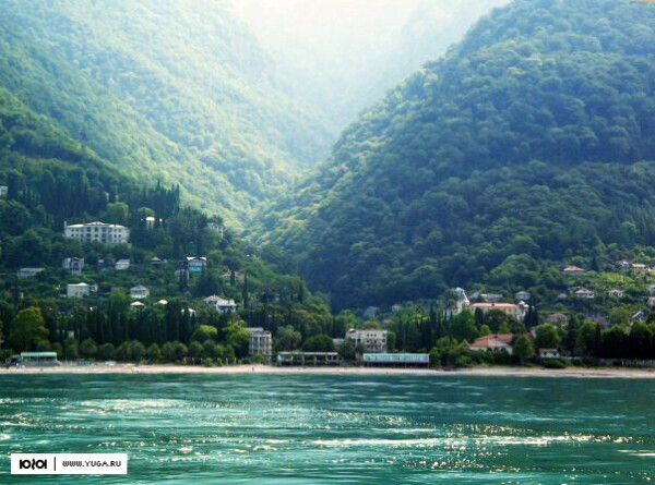 Поехать в Абхазию