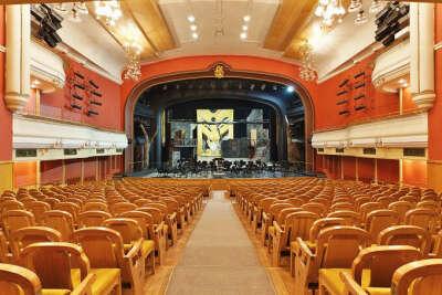 Сходить в театр Новая опера в Москве