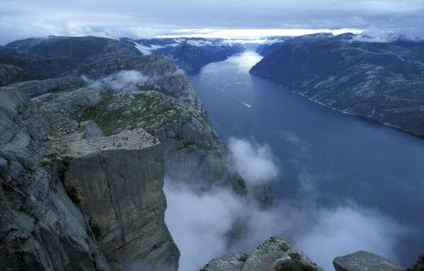 уехать в Норвегию