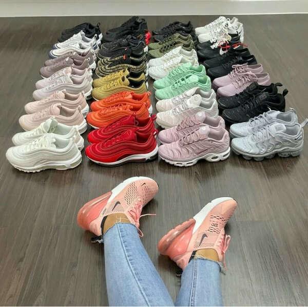 Много кроссовок