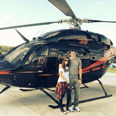 Полет на вертолете над живописными местами.