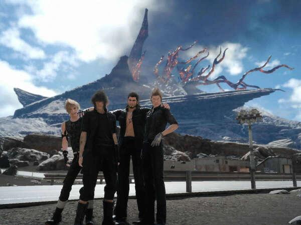 Любая вещь с тематикой Final Fantasy XV
