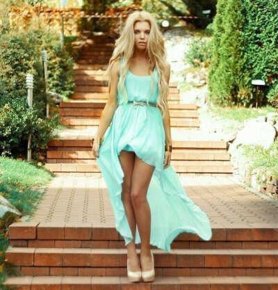 Платье  мятного цвета :)