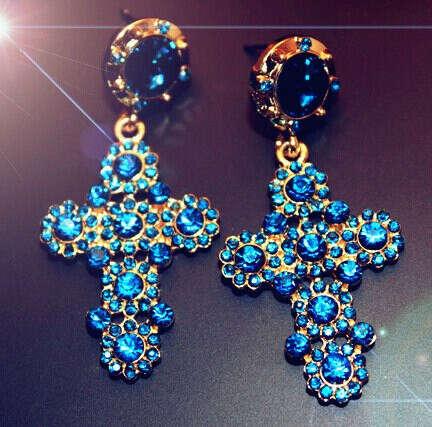 Серьги-кресты со стразами