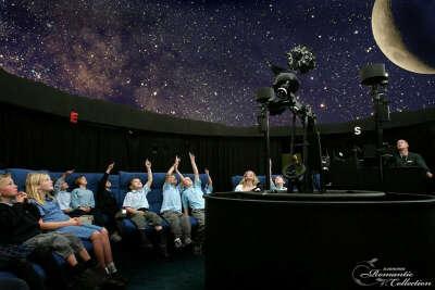 Посетить планетарий