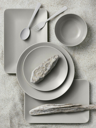 Набор тарелок в серо-бежевом цвете