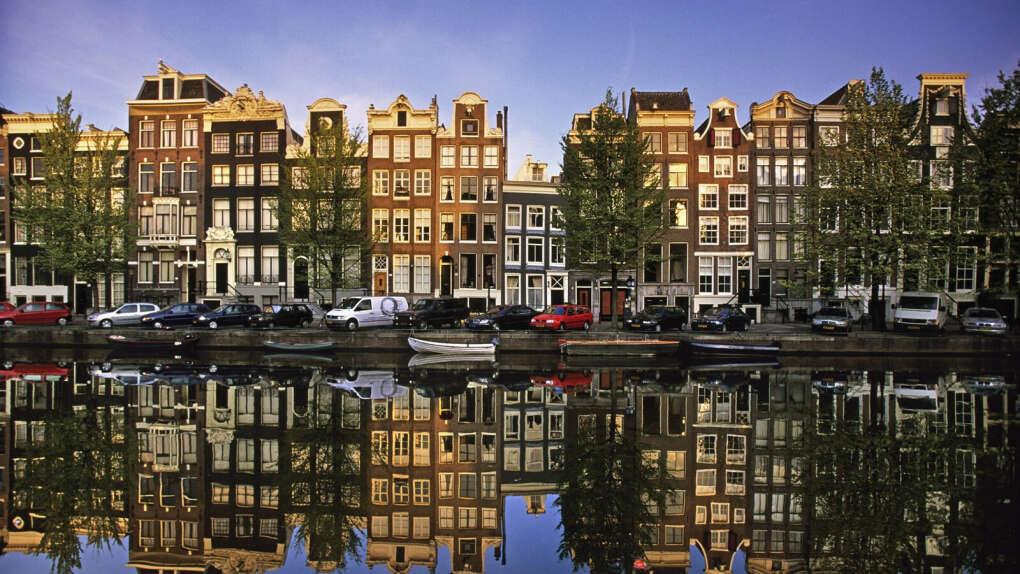 В Амстердам в мае