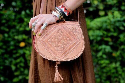 Кожаная сумка с узорами в арабском стиле