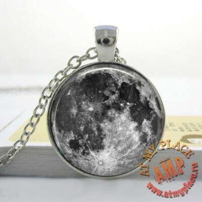 """Кулон-медальон """"Луна"""""""
