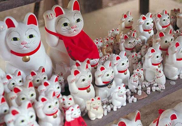 Cтатуетка кошки манеки-неко
