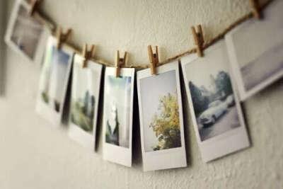 Оформить стену фотографиями