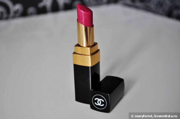 Chanel Rouge Coco Shine #61 Bonheur & Chanel Rouge Allure Velvet #40 La Sensuelle