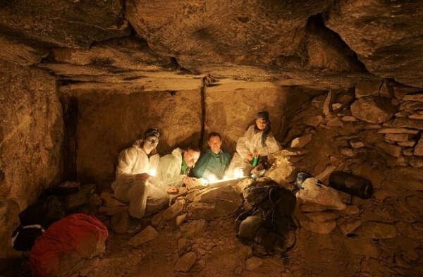 Полазить в пещере с приятной компанией
