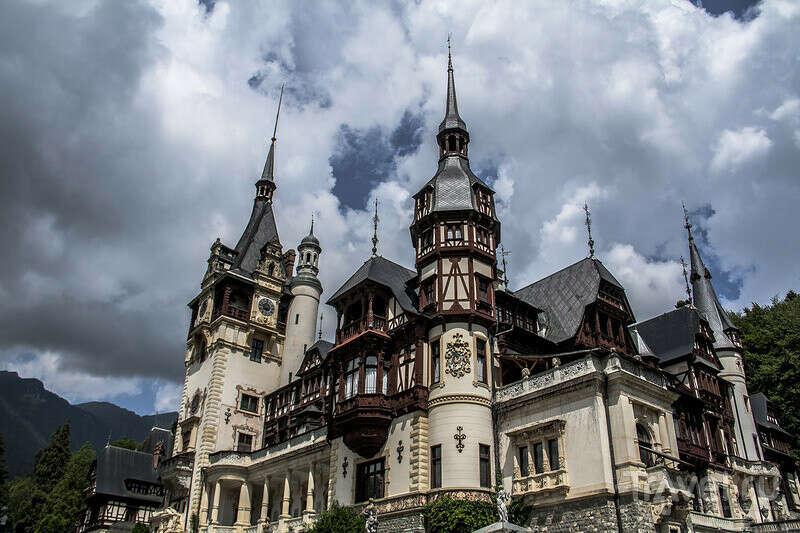Побывать в Трансильвании...пошастать по древним замкам.