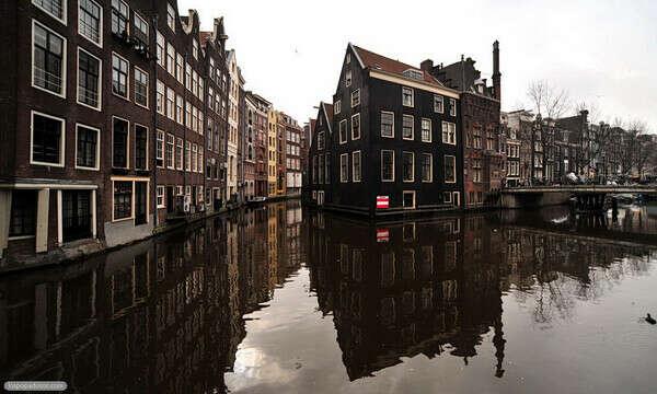 В Амстердам