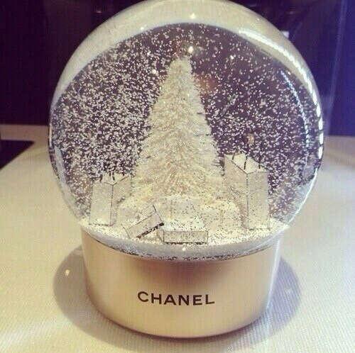 новогодний стеклянный шар