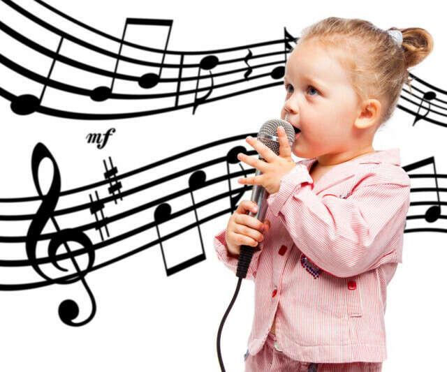 петь песни на французском языке