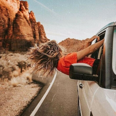 голосно слушать музыку в road trip