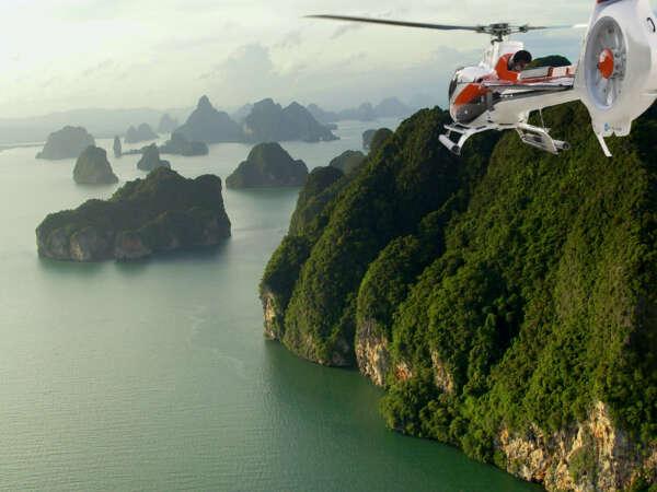 Полетать на вертолете над океаном, любуясь островами сверху