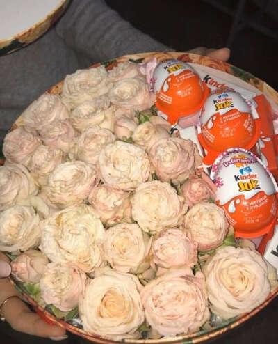 Цветочки вместе с киндерами