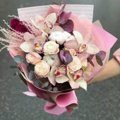 Букет с пионовидными розами/орхидеями
