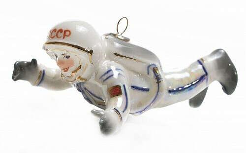 """Елочная игрушка """"Космонавт в невесомости"""" белый"""