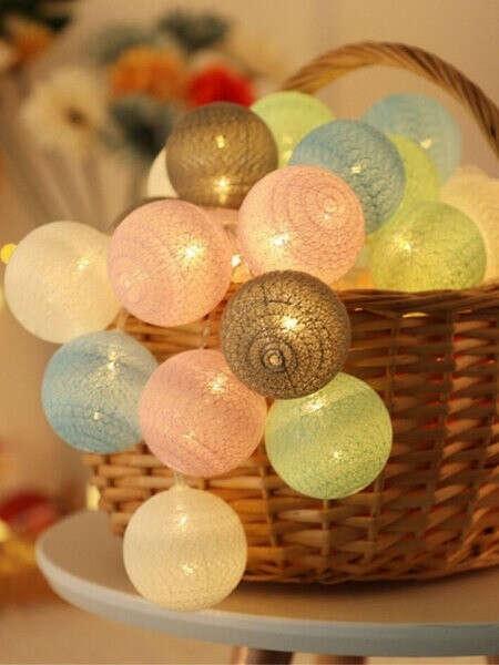 Гирлянда из хлопковых шаров теплого цвета