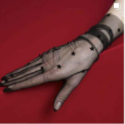 Прозрачные чёрные перчатки