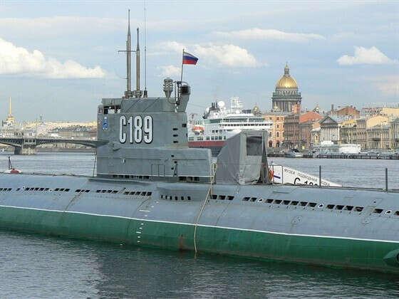 Посетить подводную лодку-музей
