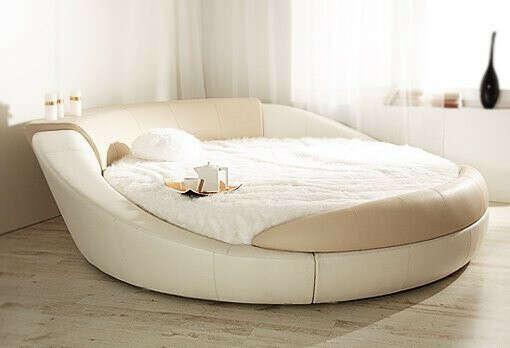 Огромную кровать