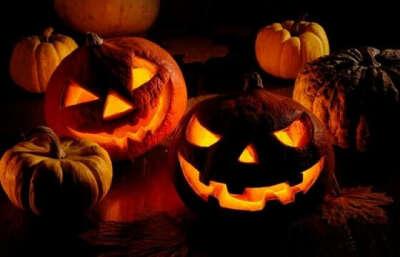 Отпраздновать Halloween