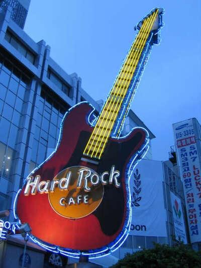 Посетить Hard Rock cafe