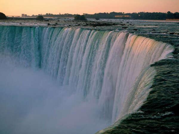 Посетить Ниагарский водопад