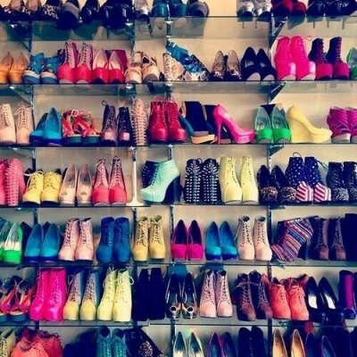 Много обуви!!!!