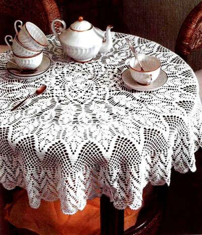 Связать кружевную скатерть на стол