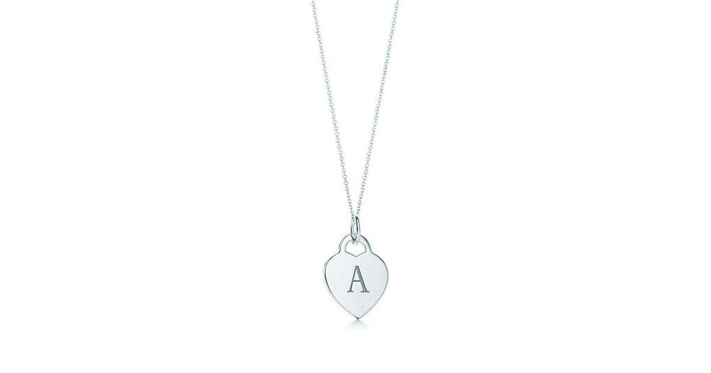 Tiffany & Co. -  Подвеска-жетон «Алфавит» в форме сердца на цепочке