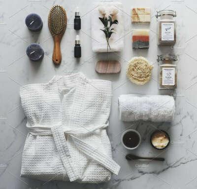 Халат и тапочки для ванны