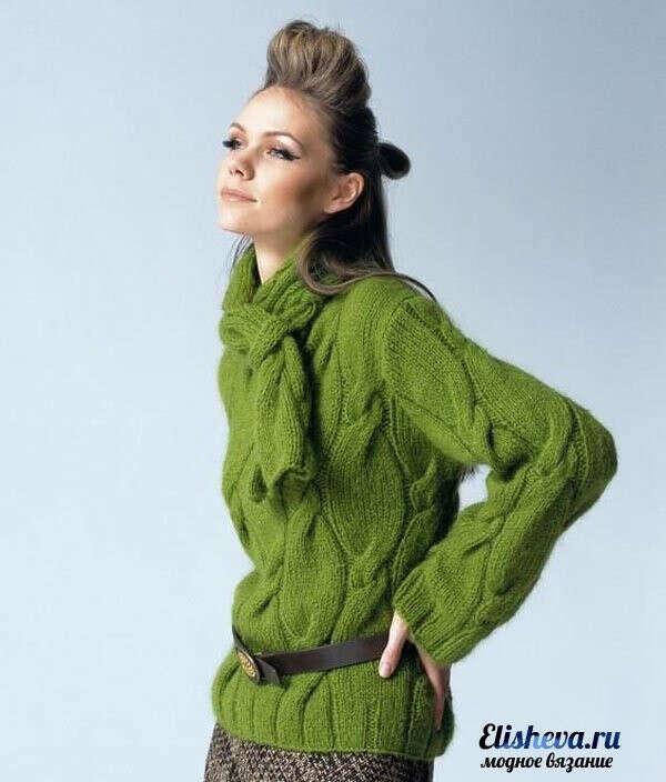 Вязаный зеленый свитер