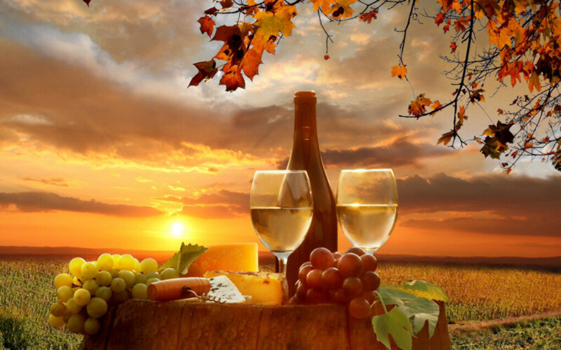 Сыр, белое вино, закат...