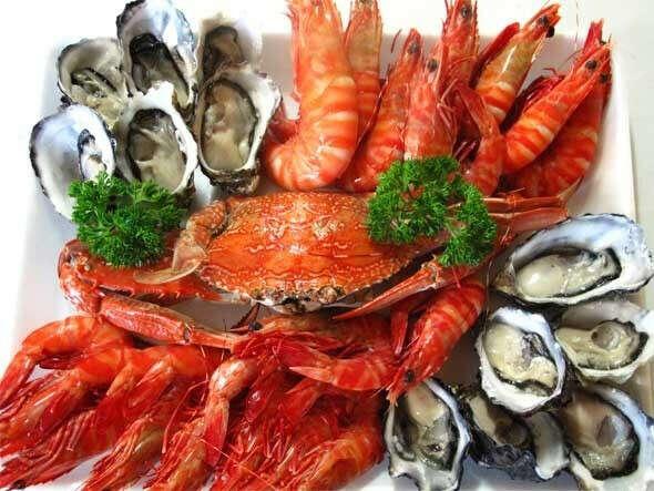Гору морепродуктов