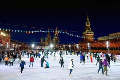Покататься на ГУМ-катке на Красной площади