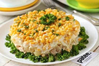 Салат с курицей, грибами и кукурузой на НГ