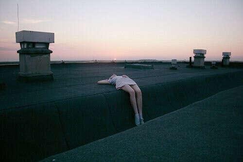 Провести ночь на крыше дома