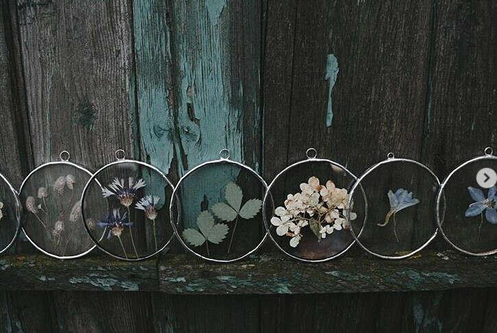Стеклянные картины от @herbarium.frame