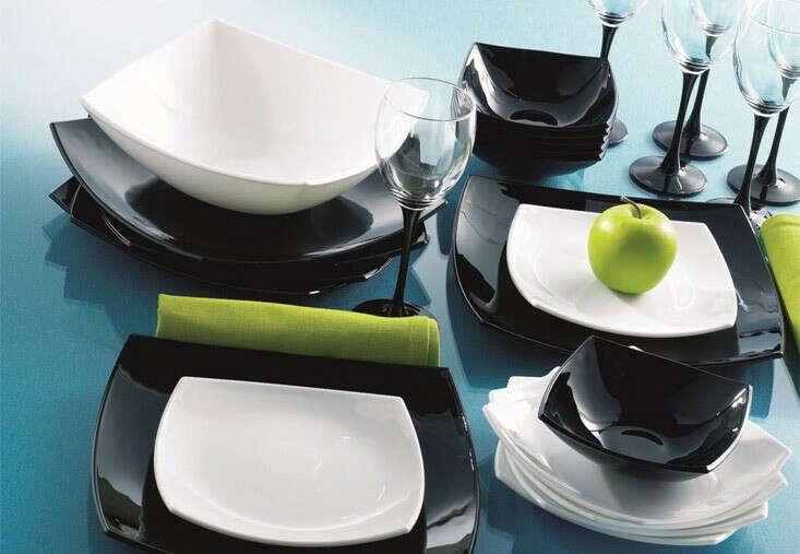 Набор чёрной или чёрно-белой посуды
