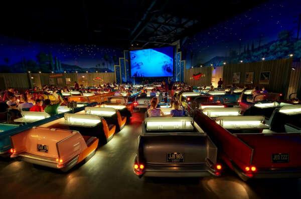 Побывать в drive-in theatre