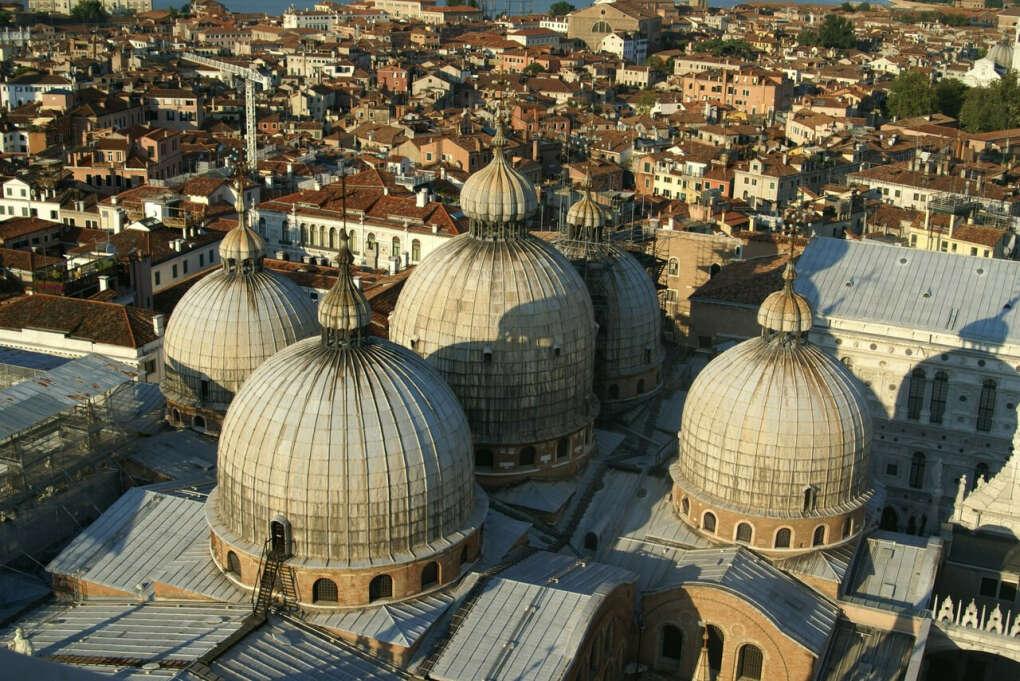 Поехать в Венецию