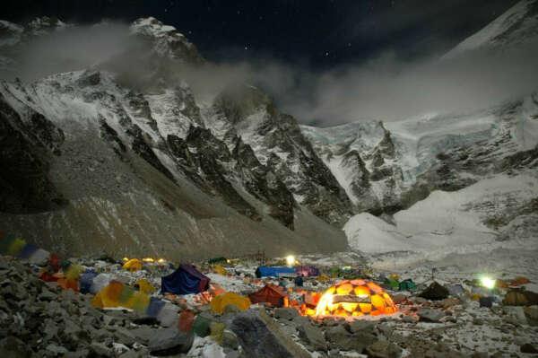 Пожить в Base Camp. Эверест
