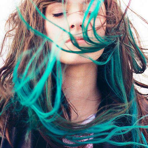 тёмно-зелёные концы волос
